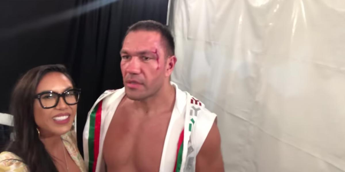 VIDEO. Boxeador besa a una periodista y ella reacciona de inesperada manera
