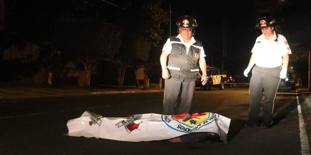 Localizan a hombre fallecido en la vía pública en zona 7
