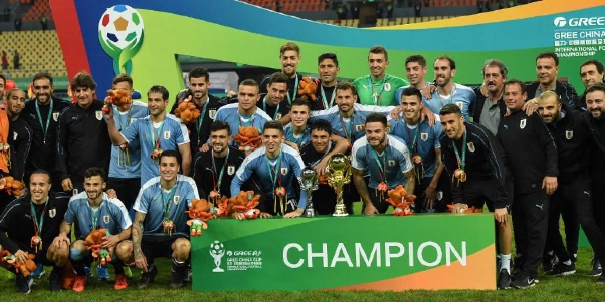 Uruguay pasa por encima de Tailandia en día histórico para Godín