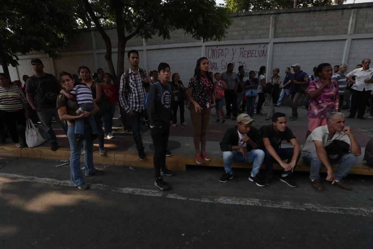 """El ministro de Salud, Carlos Alvarado, dijo que """"no se ha registrado ningún hecho grave que lamentar"""" en los hospitales, que dijo están provistos de plantas eléctricas para afrontar el segundo apagón masivo en menos de un mes."""