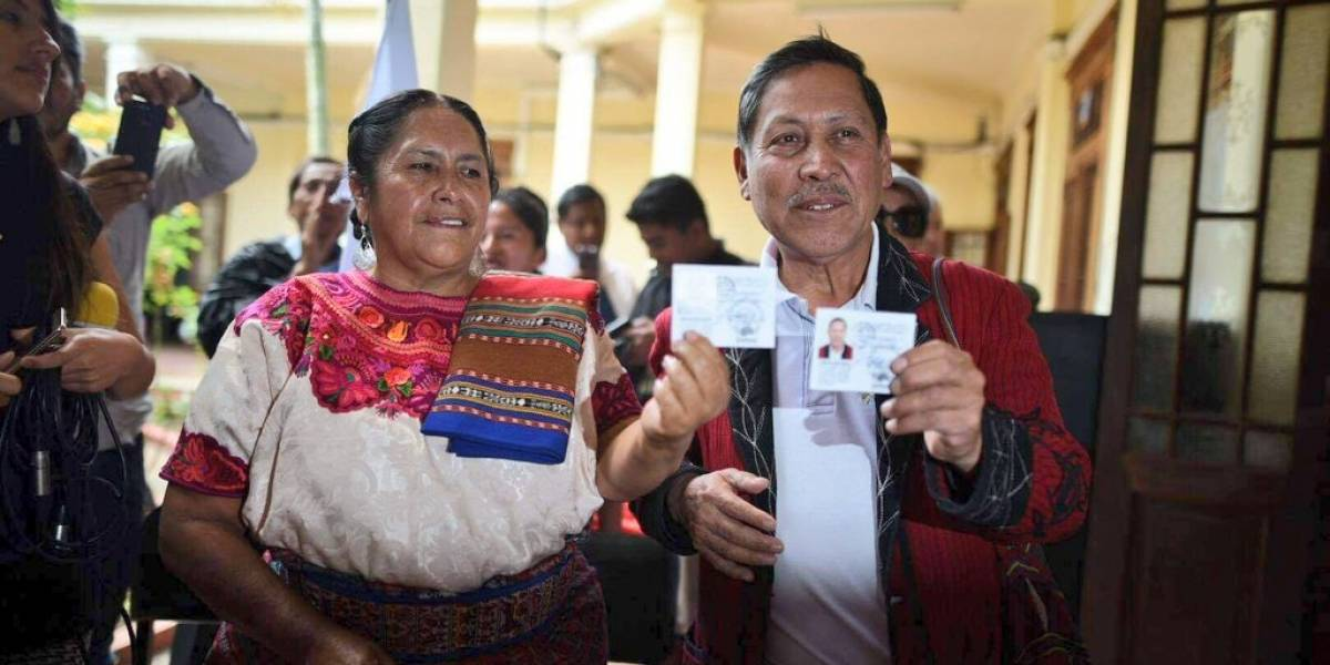 Pablo Ceto y Blanca Colop, de URNG-Maíz, reciben credenciales de inscripción