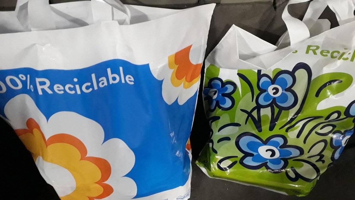 Bolsa ecológica comercializada por supermercado Líder contendría plástico