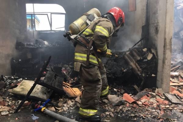 Perro murió tras incendio estructural en Cuenca