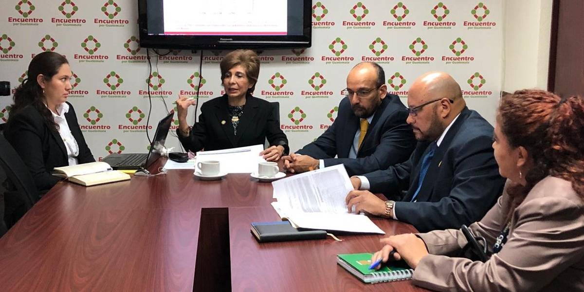 Diputados denuncian sobreprecio en compras del Fodes