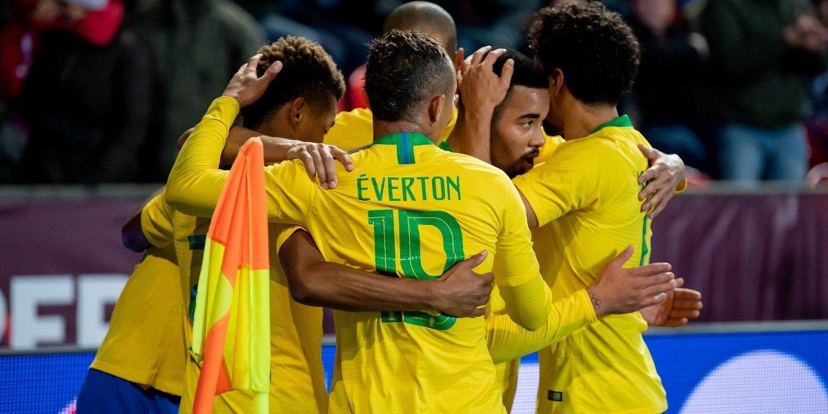 (VIDEO) Brasil hizo gala de sus delanteros y venció a República Checa