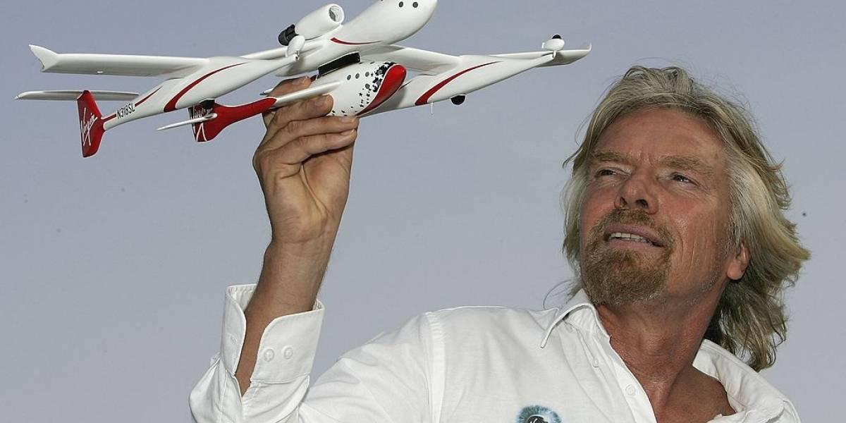 Los jeques de Emiratos Árabes Unidos firman acuerdo con Virgin Galactic para turismo espacial