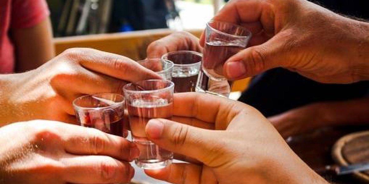 """""""Igual que el copete, pero sin caña"""": el alcohol sintético que está casi listo para ser producido en masa y que promete el fin de la resaca"""