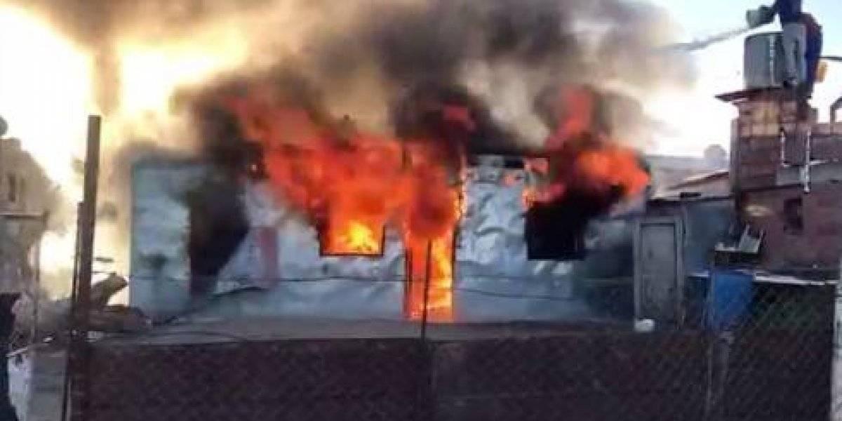 Vecinos quemaron la casa y mataron al padre de un sujeto acusado de violar a un niño de 12 años