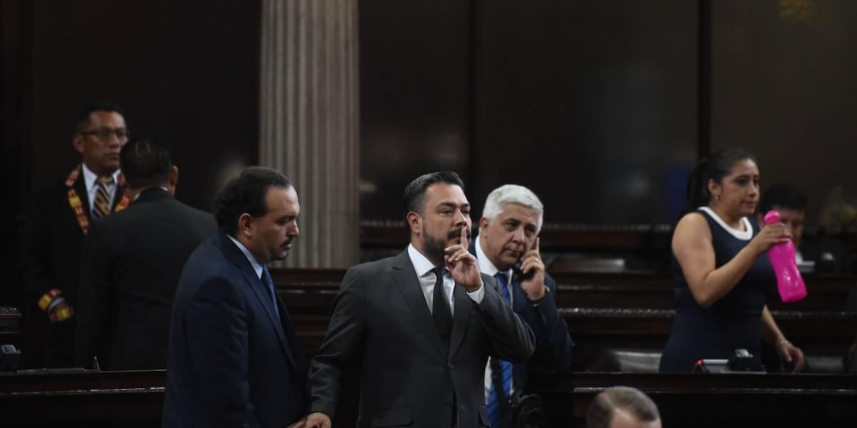 Oficialismo se enfrenta por elección de contralor general