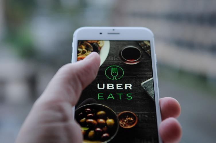 Aplicaciones para Delivery en Chile funcionan con servicios reducidos
