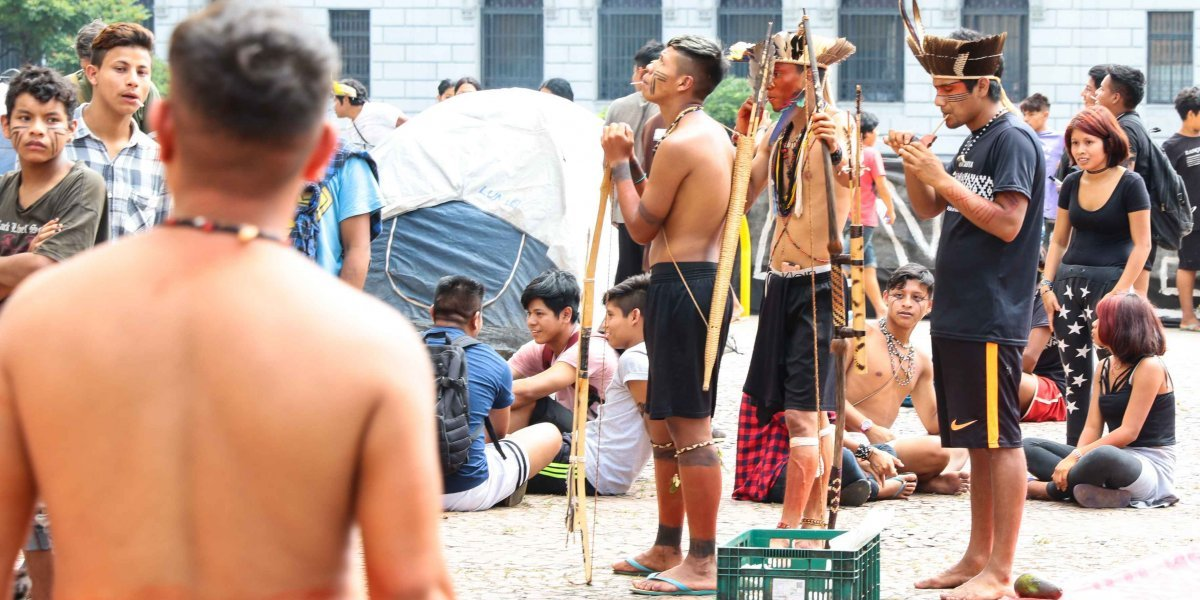 Em protesto contra municipalização da saúde, indígenas invadem prefeitura