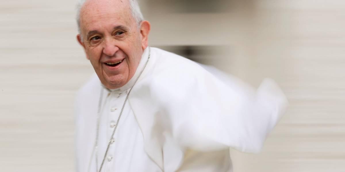 Papa se reúne com cabelereiros e pede que evitem fofoca