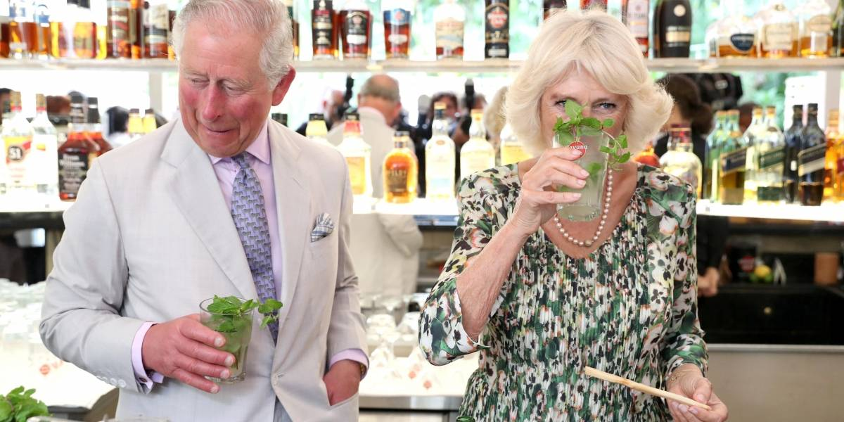 Durante visita a Cuba, Príncipe Charles experimenta mojito em restaurante de Havana