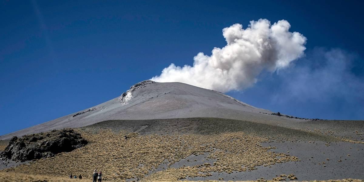 Ceniza de volcán Popocatépetl se desplaza hacia Morelos