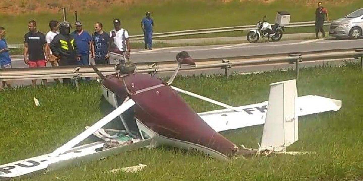 Avião cai na rodovia Dom Pedro em São Paulo
