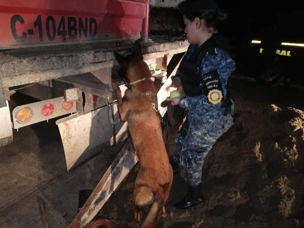 camión con droga localizado en Río Dulce