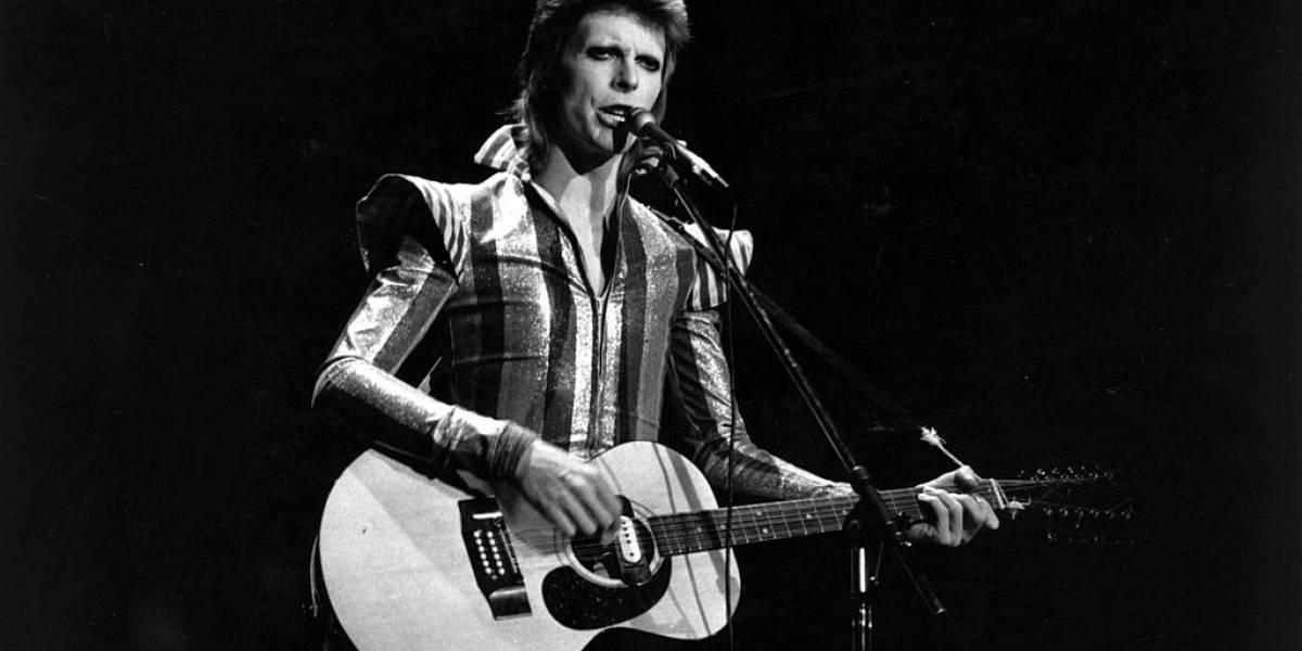 """¿Eres fan de David Bowie?: Ahora puedes ponerte una zapatilla de cada álbum del """"Duque Blanco"""""""