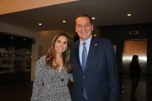 Sharon Zaga presidenta del museo y Pierre Alarie embajador de Canadá en México