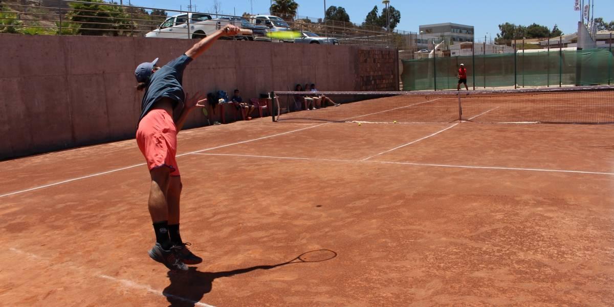 """Los """"Tinder"""" deportivos: chilenos crean apps para armar la pichanga o el """"match"""" de tenis desde el celular"""