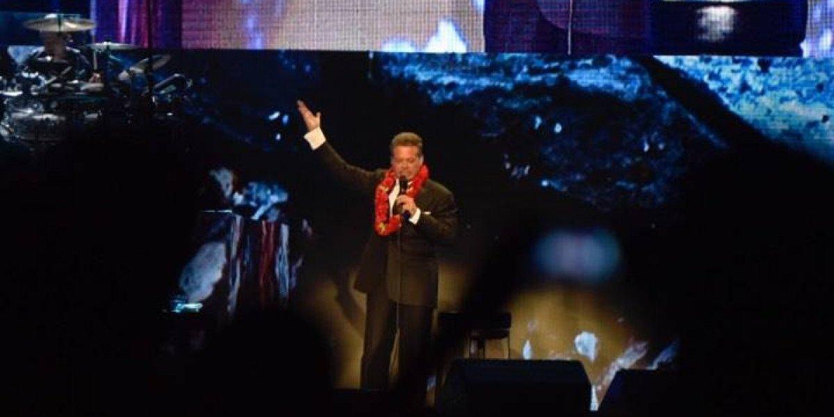 VIDEO. Un emocionado Luis Miguel sale del escenario a saludar a los guatemaltecos