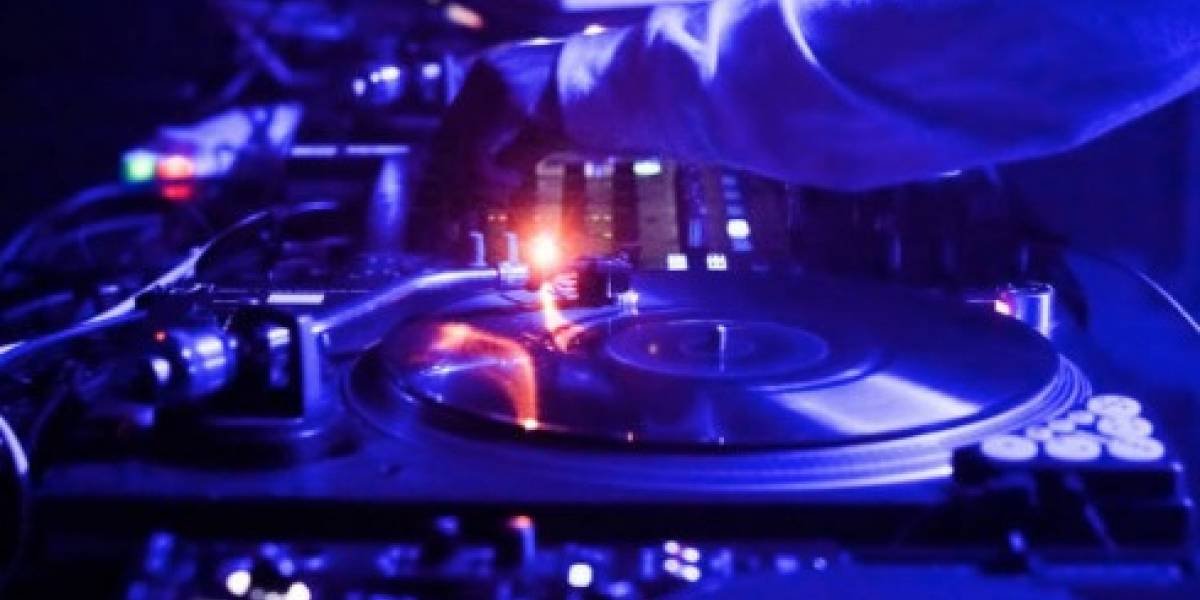 DJ boricua recibe nominación en premios de música electrónica en España