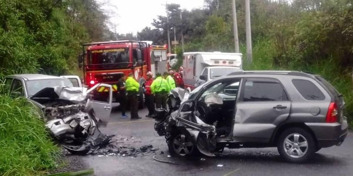 Tres heridos tras accidente en la vía Calacalí - La Independencia