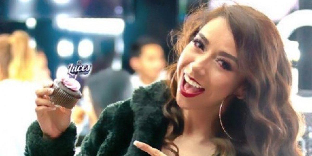 La cantante guatemalteca Denise González deja ver parte de su zona íntima por accidente