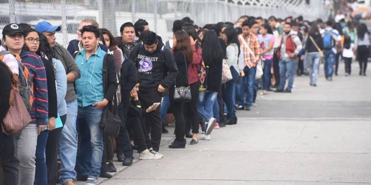 Más de tres millones de personas buscan un empleo