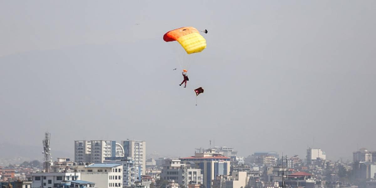 Joven celebra 18 años saltando en paracaídas y falleció delante de toda su familia