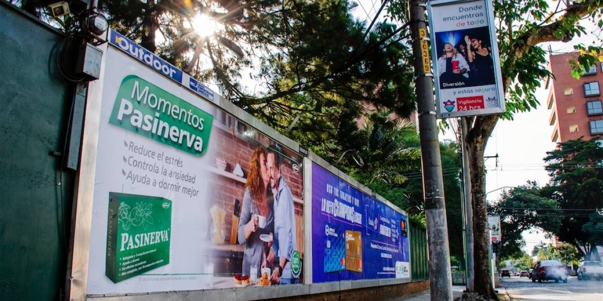 "Revista Summa: Grupo Emisoras Unidas ""primer grupo multimedio de Guatemala"""