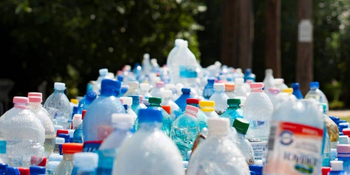 Aún estamos a años luz: Chile sólo recicla el 8% del plástico que utilizamos