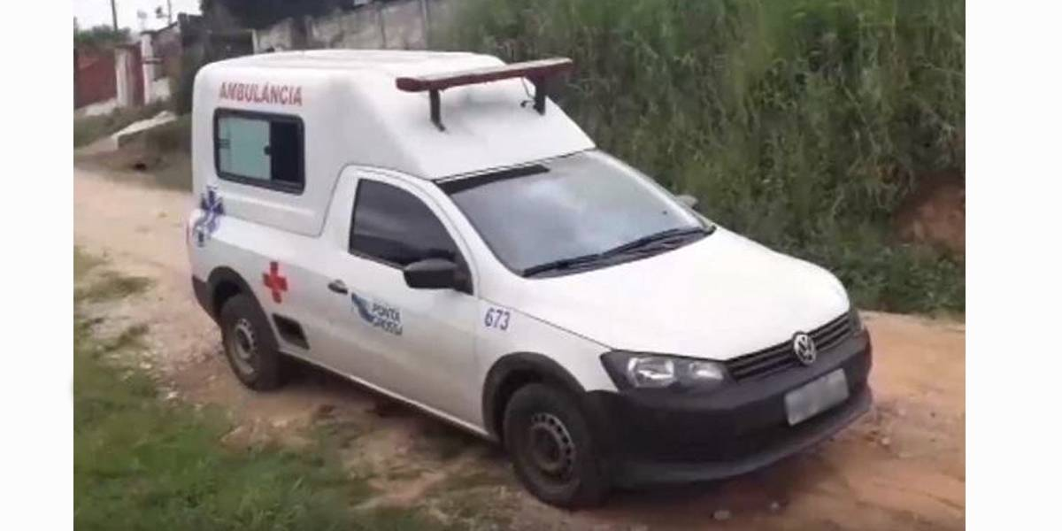 Mulher rouba a ambulância após receber alta no hospital