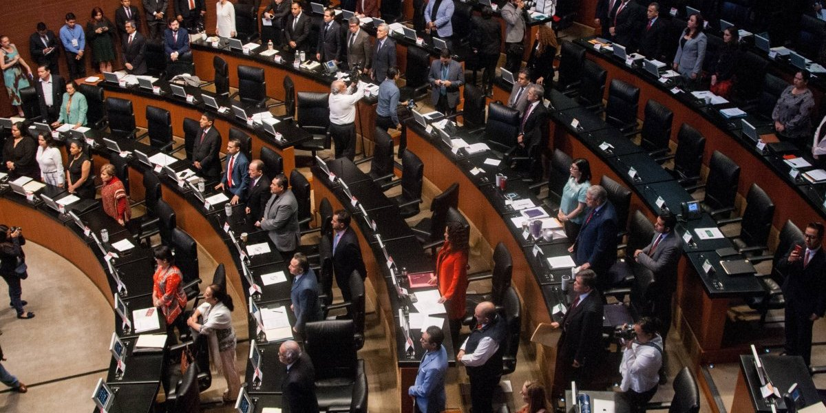 Es legal repetir ternas para la CRE, afirma López Obrador