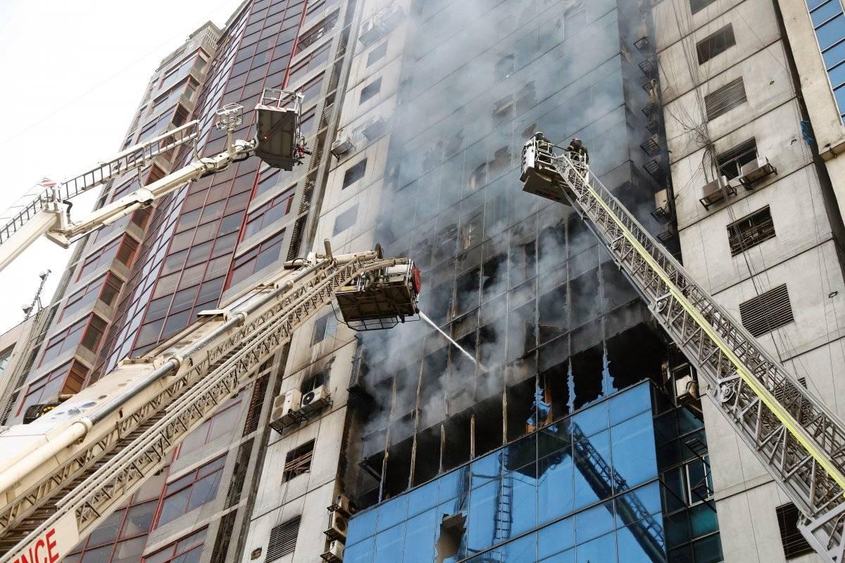 Grave incendio en un rascacielos de Bangladesh deja más de 25 muertos y 73 heridos