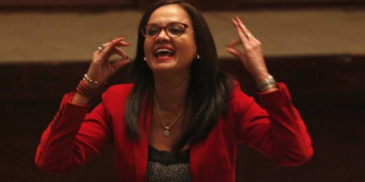 Marcela Aguiñaga reacciona a orden de su destitución dispuesta por la Contraloría General del Estado