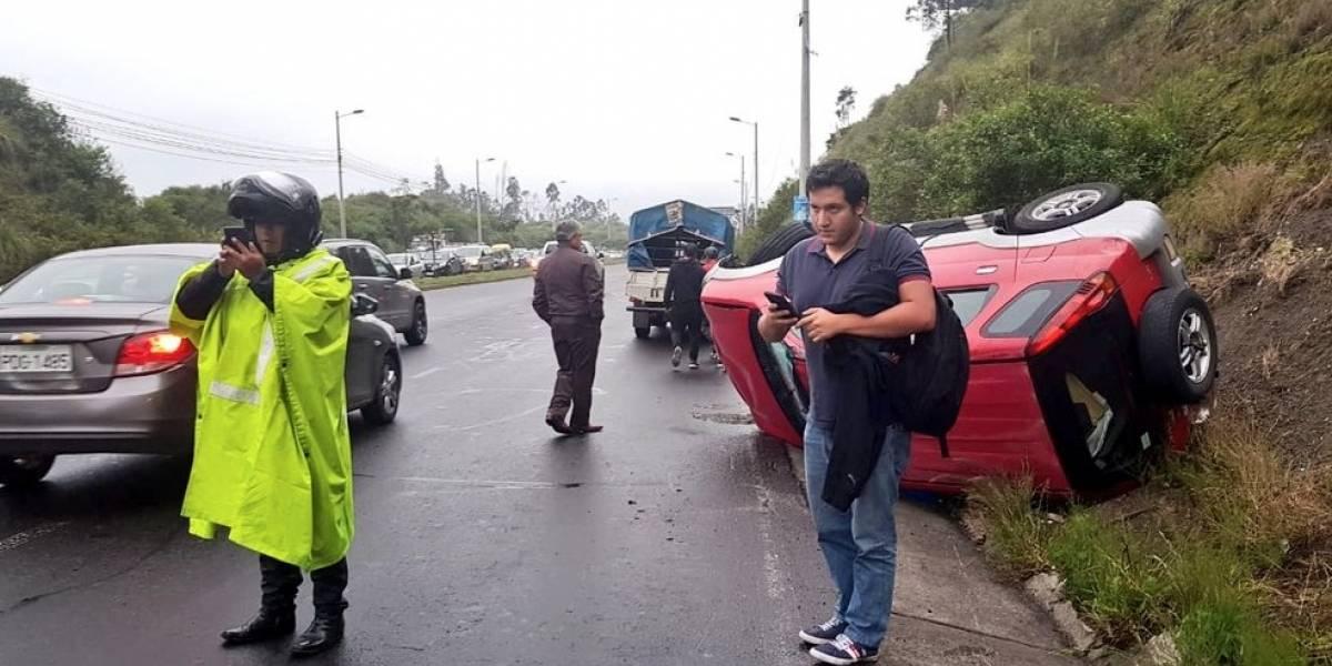Accidente de tránsito en la avenida Simón Bolívar obstaculiza un carril