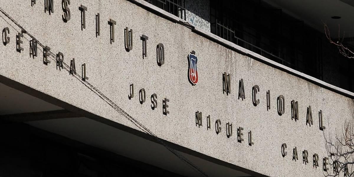 Instituto Nacional se queda como está : comunidad educativa optó mantenerlo sólo para varones