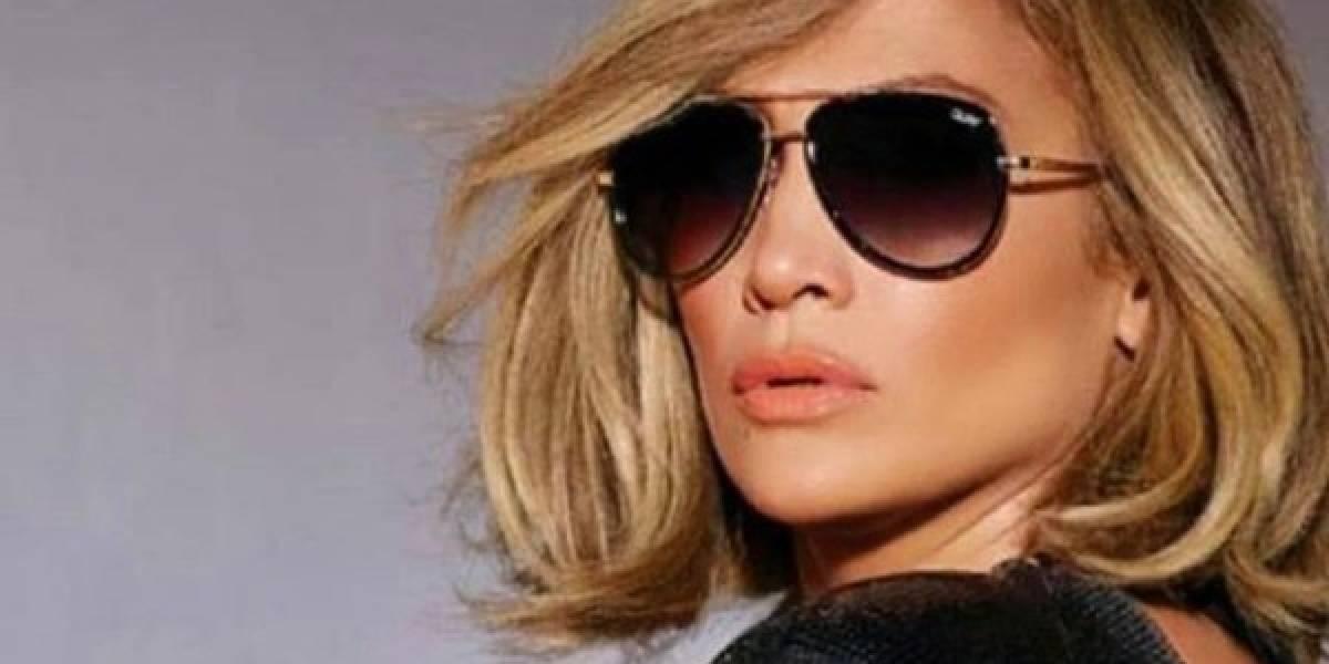 Jennifer Lopez incendia la noche con su vestido transparente