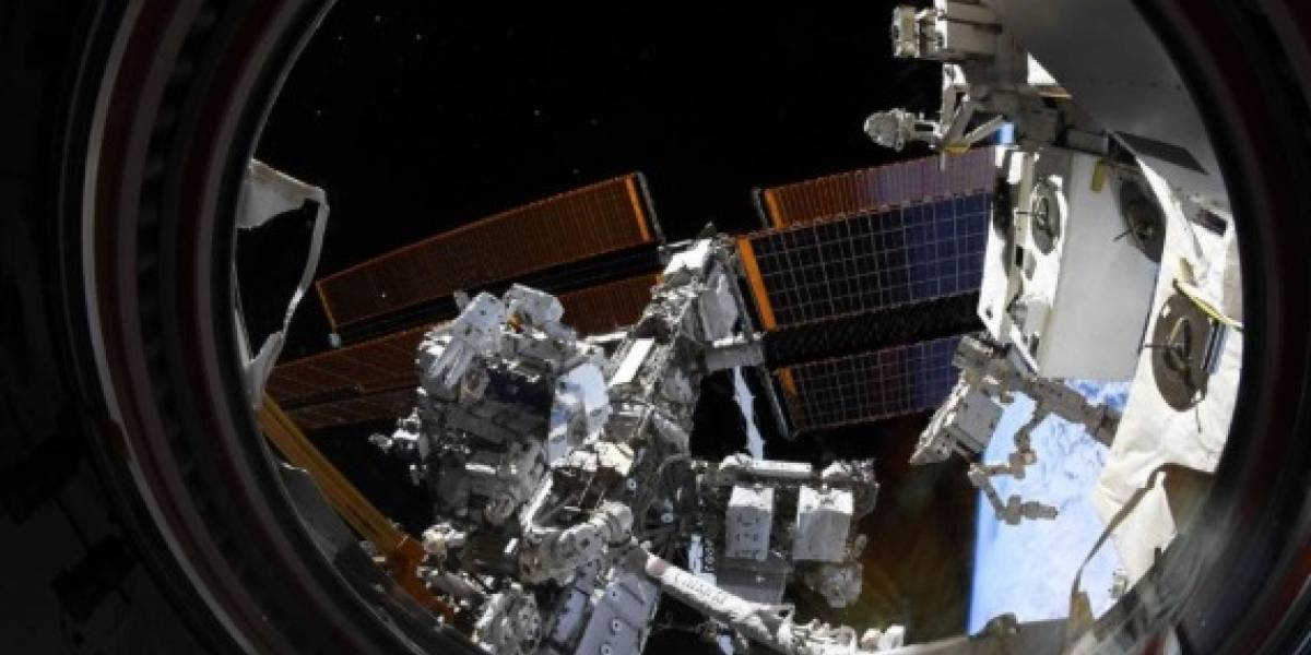 Mais dois astronautas da NASA fazem importante caminhada espacial