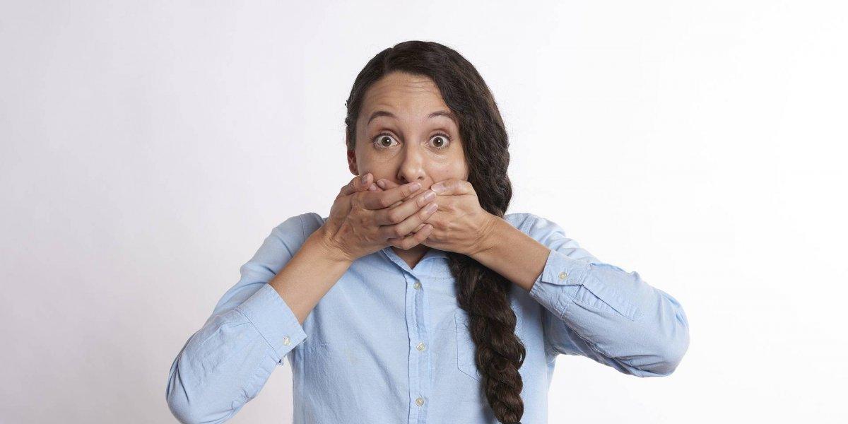 Vitamina B12: estes três sinais na sua boca podem indicar uma severa deficiência