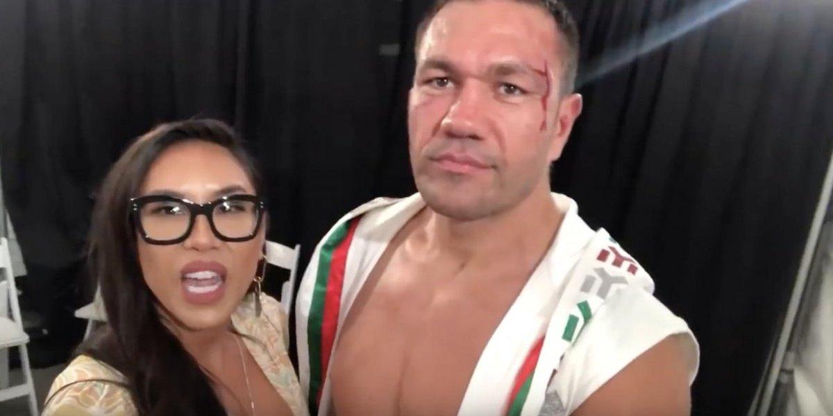 Suspenden a boxeador que besó a reportera