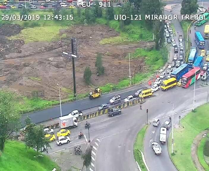 Tráfico en la avenida Velasco Ibarra
