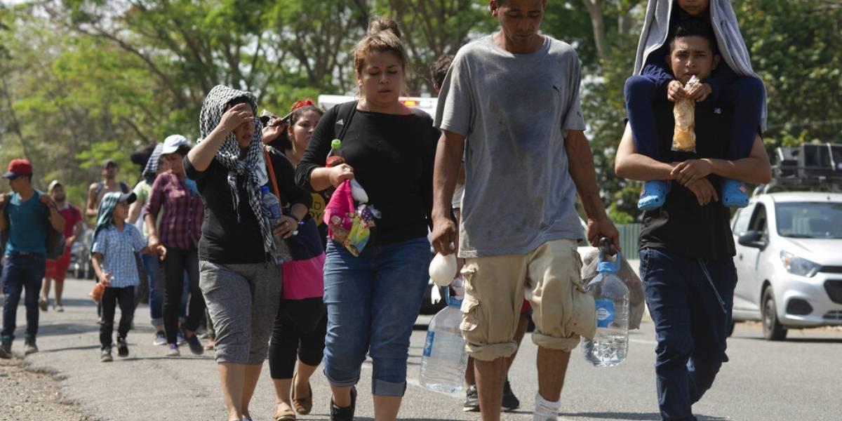 Parte nueva caravana de 40 migrantes salvadoreños hacia EEUU