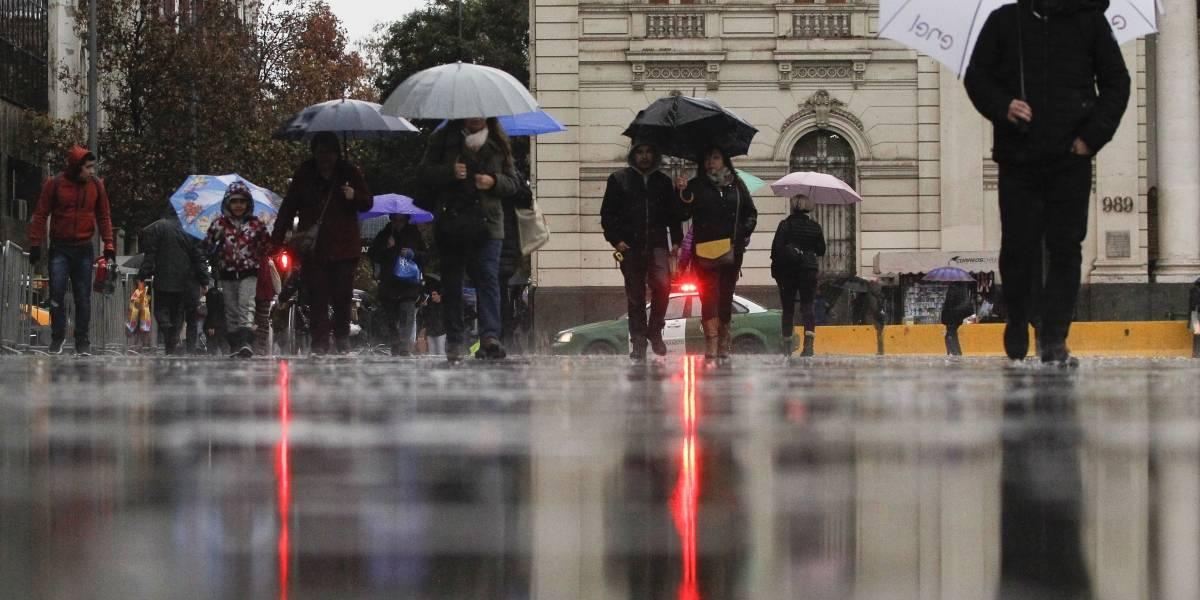 La madrugada del domingo se registrarán precipitaciones en Santiago