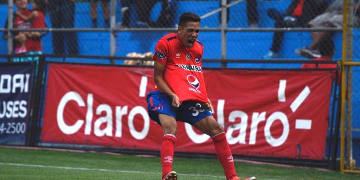Municipal aprovecha la crisis de Petapa y celebra con media docena de goles