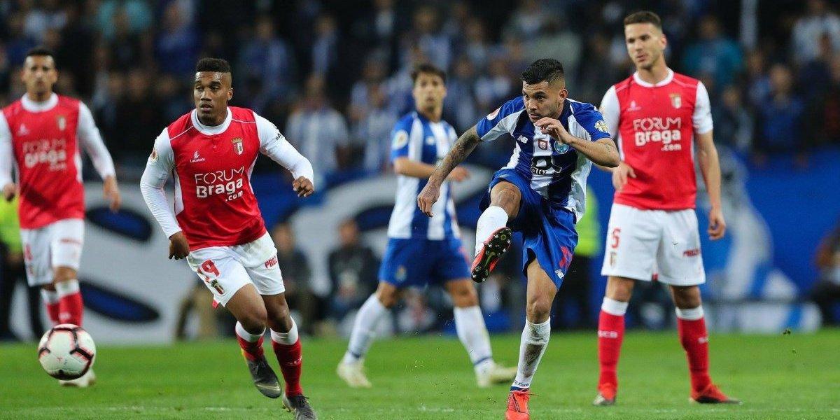 'Tecatito' juega el partido completo con el Porto tras su lesión