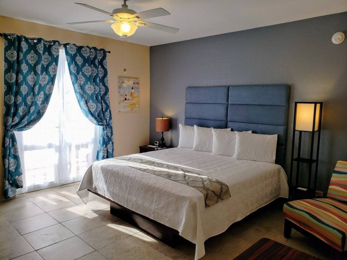 Combate Beach Resort en Cabo Rojo