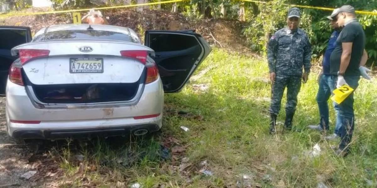 Dos hombres y una mujer fueron hallados muertos dentro de carro en La Vega