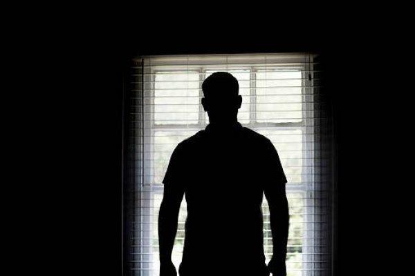 Joven fue violado por siete hombres y la grabación fue viralizada
