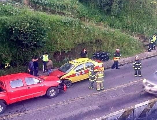 accidente de tránsito en la Av. Velasco Ibarra y Sena